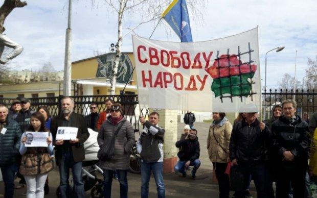 """Белорусы вновь вышли на """"марши тунеядцев"""", несмотря на аресты"""