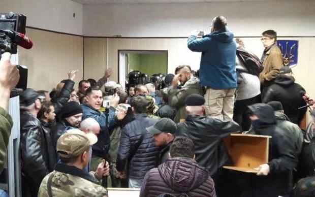 Блокування Святошинського суду: чим пригрозили активістам