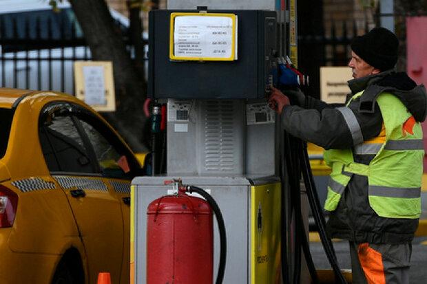 Украинцев предупредили о резком скачке цен на бензин: виновата Россия