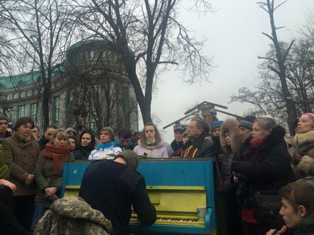Піаніст Майдану, фото: Facebook
