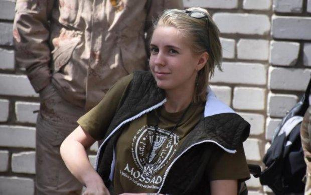 Українці побачили фільм про легендарну волонтерку АТО