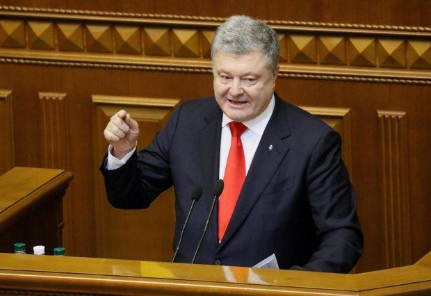 Порошенко подписал закон, который решит судьбу украинцев в 2019 году: бюджету конец