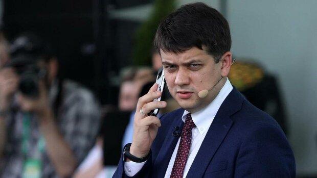 """Телефон Разумкова розривається від дзвінків, всьому виною """"слуги народу"""": """"Неподобство відбувається"""""""