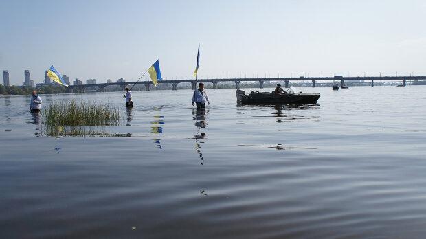 Дніпро скоро залишиться без води - фото з відкритих джерел