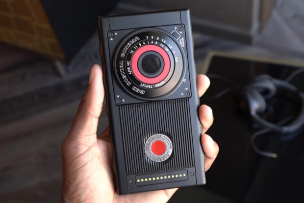 Стальной RED Hydrogen One испытали на прочность: видео