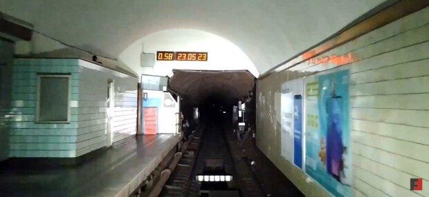 """Гола"" киянка ""позеленіла"" в метро"