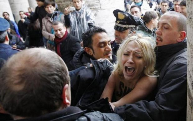 Переплутала адресу: активістка Femen потрапила у гучний скандал