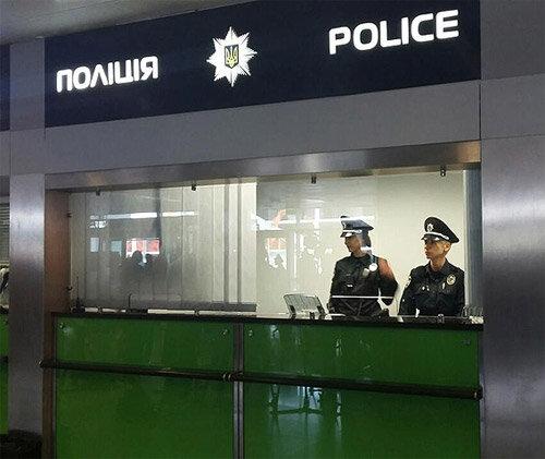 """В """"Борисполе"""" заглянули пассажирам в трусы и не пожалели: """"Так блестят 15 миллионов"""""""
