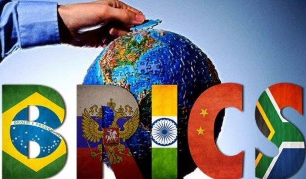 """Росія пропонує Греції купити """"акції"""" банку БРІКС"""
