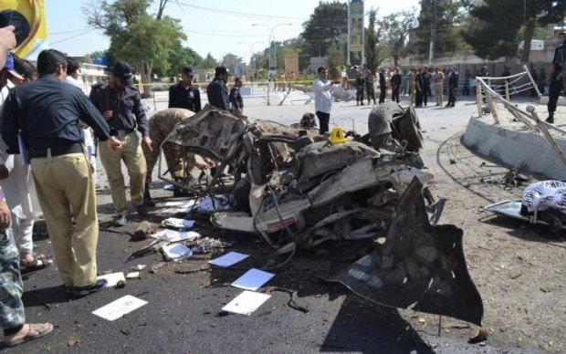 Волна взрывов прокатилась Пакистаном: десятки жертв