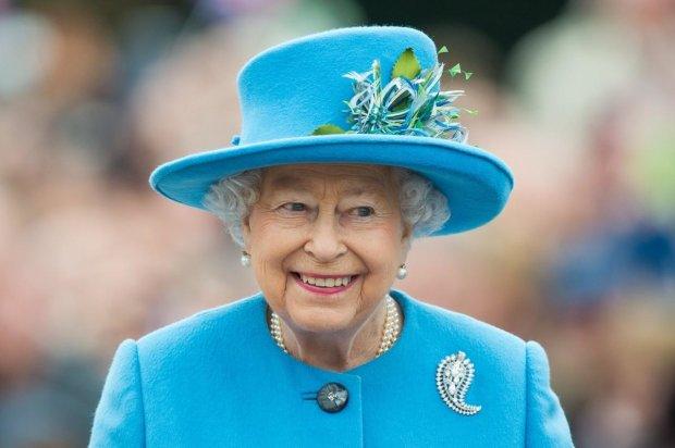 92-летняя королева Елизавета II экспериментирует с имиджем: восхитила весь мир