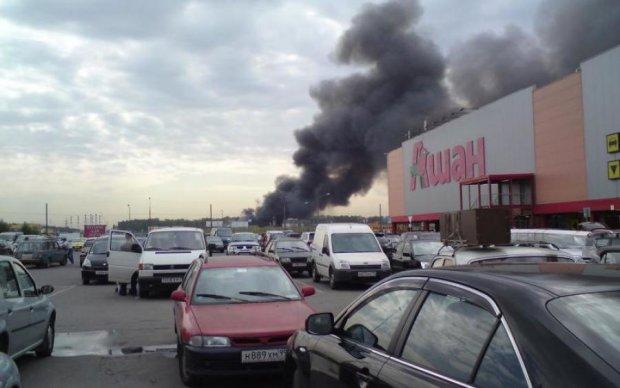 Масштабна пожежа переполохала москвичів: відео