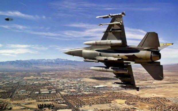 Прийняли бій: військові винищувачі зійшлися в двобої з НЛО
