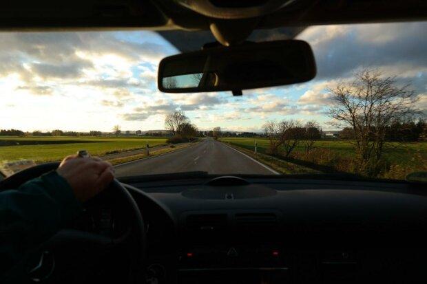 водитель за рулем, фото Pxhere
