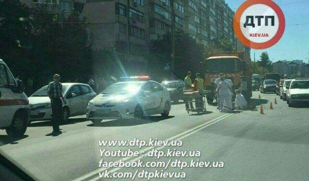 У столиці сміттєвоз збив пішохода