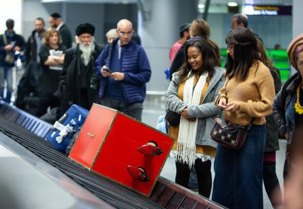 """Ящик с женскими ногами: сеть взорвал необычный багаж в аэропорту """"Борисполь"""""""
