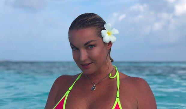 """Голая Волочкова ужаснула Грецию плавающей грудью: вот тебе и """"море радости"""""""