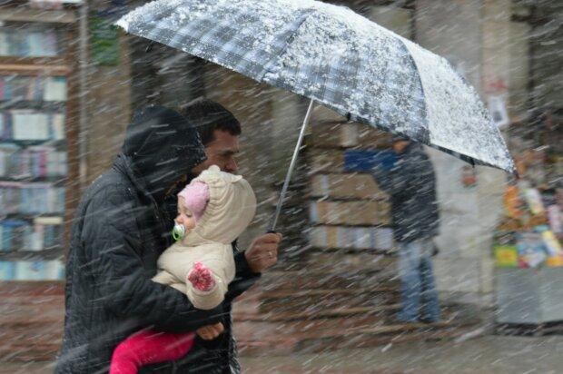 Дніпряни вчепляться міцніше в свої парасольки, розлючена стихія не дасть розслабитися 23 лютого