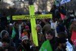 """""""Де тато? Він в морозильнику"""": десятки тисяч віруючих вийшли на мітинг проти одиноких матерів"""