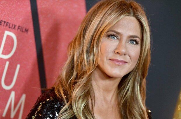 """Дженніфер Еністон побила рекорд Меган Маркл: зворушливе селфі з """"Друзів"""" зламало Instagram"""