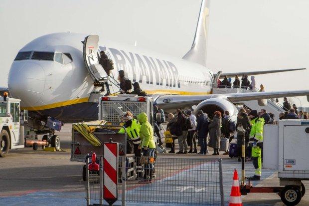 Удар по репутації? Ryanair виставила шістьох пілотів за єдине фото