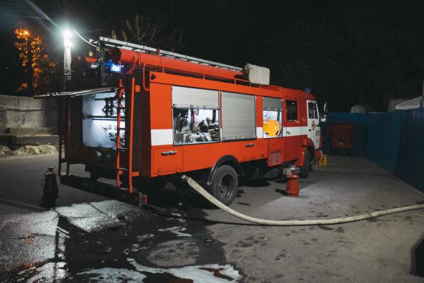 На Донбасі спалахнула енергостанція, рятувальники розриваються: перші деталі катастрофи