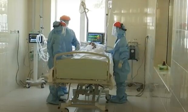 Медики, кадр из репортажа ТСН, изображение иллюстративное: YouTube