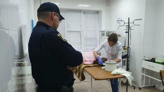 """Пропавшего под Днепром 2-летнего малыша нашли в яме возле реки: """"Мамочка, я хочу домой"""""""