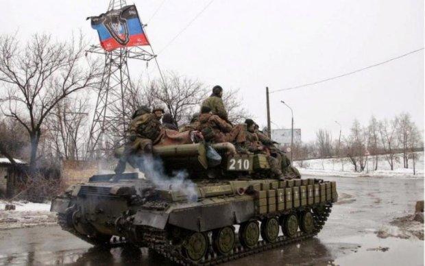 Щось задумали: бойовики зганяють армаду військової техніки до Луганська
