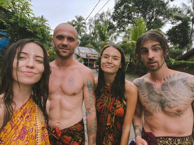 Надя Дорофєєва та Дантес з друзями на Балі, фото Instagram