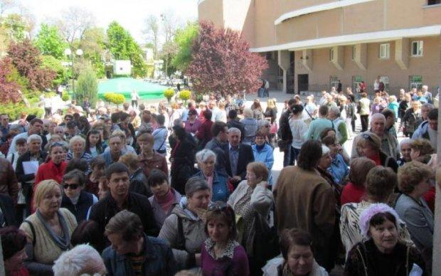 Міністр-дієтолог вигадав, як не випускати заробітчан з України