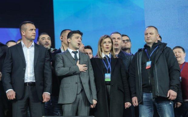Володимир Зеленський з дружиною під час дебатів