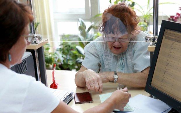 Украина тратит на пенсии больше, чем на оборонку, - министр