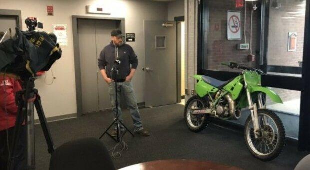 Чоловік з мотоциклом, фото: Hartford Police