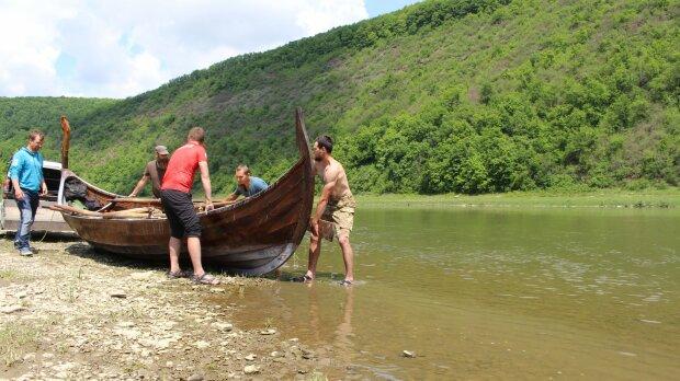 На реке под Франковском поплывут дракары викингов