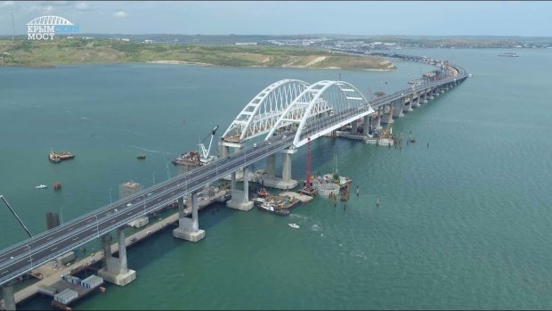 Агония Крымского моста попала на видео: гордость Путина издает предсмертные хрипы
