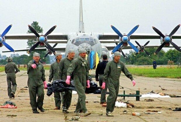 На авіашоу загинуло 77 людей: у Львові пройшла жалоба