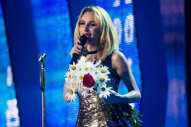 Лобода показала, як готувалася до концерту в російському місті: з хлопцем між ніг