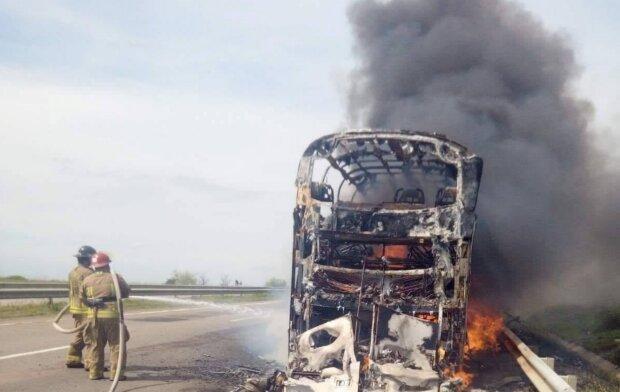 Возгорание автобуса, фото: ТСН