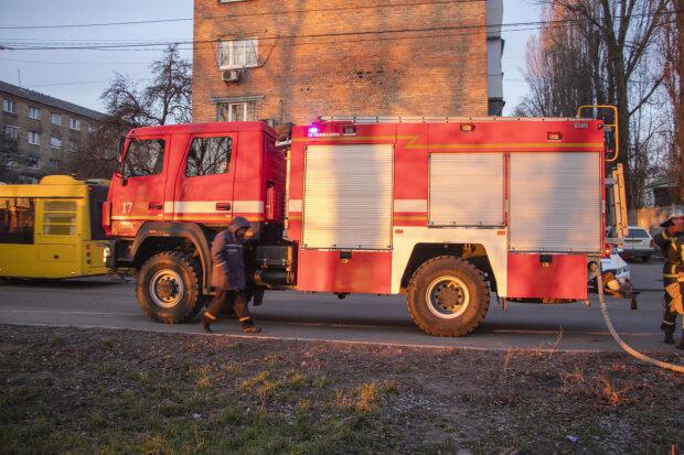 """Под Днепром высотка и магазин вспыхнули из-за пролитой кислоты, - """"Текло с балкона и прожигало насквозь"""""""