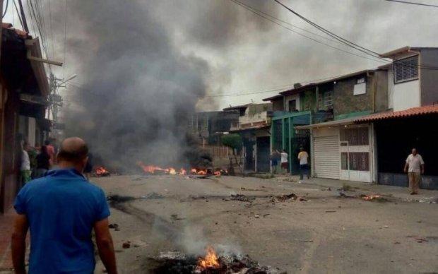 Народна єдність: венесуельці спалили будинок екс-президента