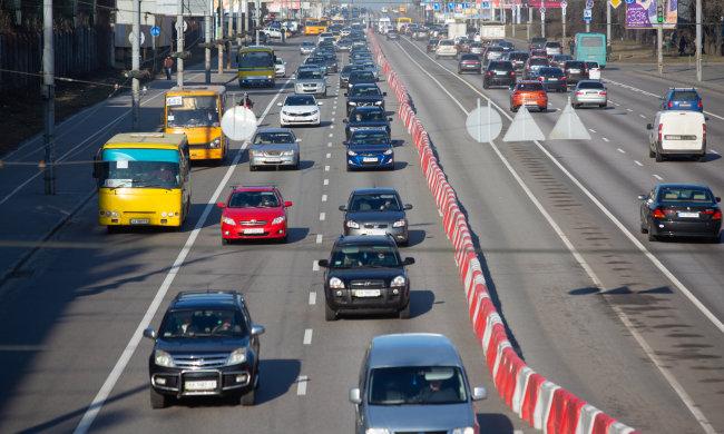"""Київ паралізований, машини """"грають"""" у тетріс: які вулиці краще об'їхати"""