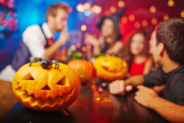 Одесса превратилась в город ужасов перед Хеллоуином: паутина, тыквы и монстры, ужасающие фото