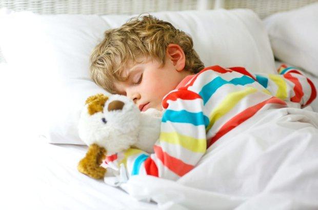 Соблюдай режим: как плохой сон влияет на вес ребенка