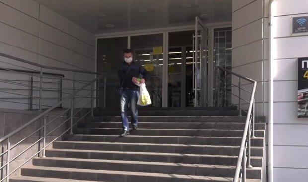 Покупки у супермаркеті, кадр з відео