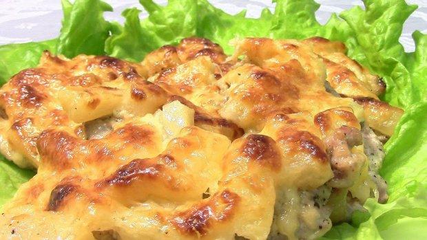 Соковите м'ясо з ананасами і сиром: рецепт, який сподобається кожному
