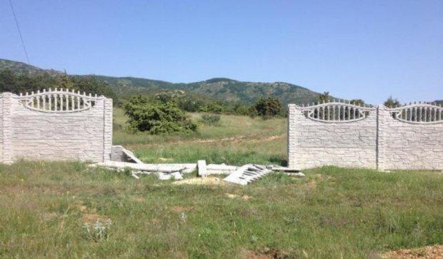 У Криму зносять мусульманське кладовище