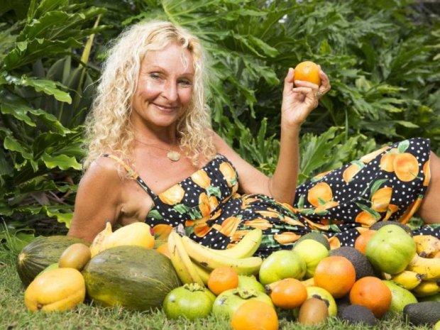Женщина 27 лет придерживается необычного рациона, никакой усталости и проблем со здоровьем: что может быть лучше великолепных фруктов