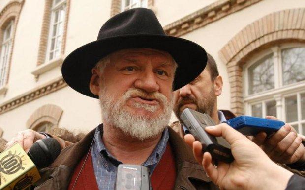 Військовий злочинець прийняв отруту під час суду: відео