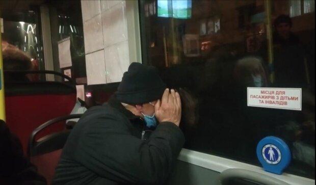 """П'яний тернополянин розпустив руки в автобусі, кондуктор тільки зойкнула - """"Ви не поїдете"""""""